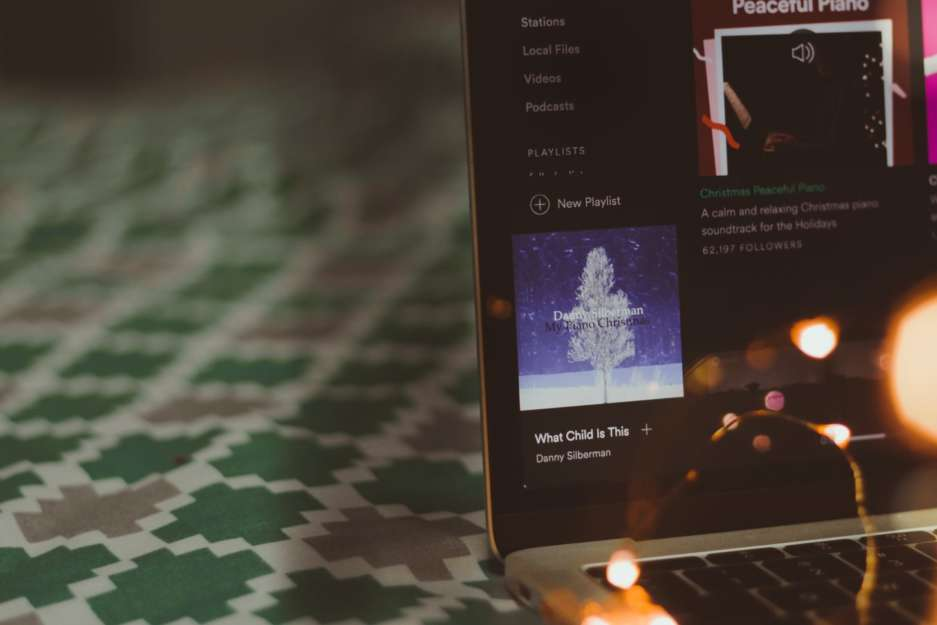 40 christmas songs to get you in the holiday spirit - Best Spotify Christmas Playlist